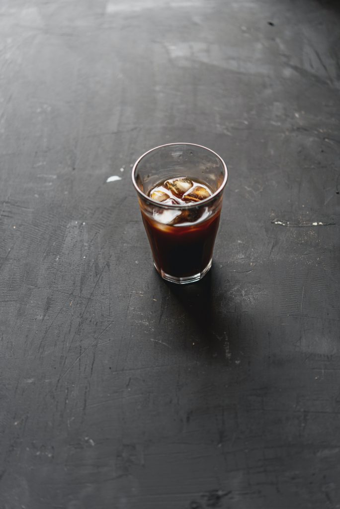 Purer Kaffee mit Eis, SELBSTLIEBE kann auch das sein, wenn du es willst, in dein Bewusstsein rückst und keine Selbstsabotage betreibst.